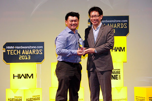Seagate is our readers' favorite NAS brand, and the company's Backup Plus Portable Drive won the Editor's Choice award for Best 2.5-inch Portable External HDD. We've here Mr. Ronnie Ng, Senior Country Manager, ASEAN, Seagate Singapore International Headquarters, accepting the awards.