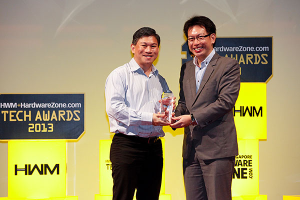 Sony walked home with five awards, including four Editor's Choice awards (Bravia KDL-55HX855 for Best Premium Smart LED TV, Cyber-shot DSC-RX100 for Best Prosumer Digital Camera, Handycam HDR-PJ760VE for Best Digital Video Camcorder, and NEX-F3 for Best Mirrorless Camera). Our readers also voted Sony as their favorite home theater projector brand. Mr. Vincent Yip, who is Deputy Director and Head of Singapore Channel for Sony South East Asia, was present to receive the awards.