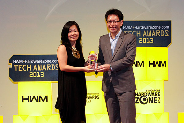 StarHub won the Readers' Choice category for Best Pay TV Service in Singapore. Accepting the award on behalf of StarHub was Ms. Lin Shu Fen, Vice President, TV and New Media, Home Solutions and Content.