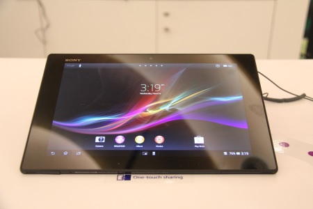 Ladies and gentlemen, introducing the Xperia Tablet Z, the world's thinnest and lightest tablet. We were genuinely surprised by just how amazingly light it was in our hands