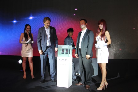Molén and Kikuo Okura, Sony Malaysia's Managing Director, were set to unveil the Xperia Z from out of the water. Literally.