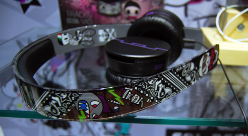 In this shot you can see the chic urban design tokidoki has furnished Sol Republic's headphones with.