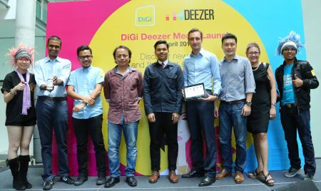 From L-R: Praveen Rajan, DiGi's Head of Products – Internet & Servicesl; Fikri Fadzil, founder of music website The Wknd.com; Rosmin Hashim, Executive Director of local independent music label OSM; Aizat Amdan, Malaysia's upcoming artiste; Clément Gossé, Deezer's Business Development Manager – Asia Pacific; Loan Cheong, Managing Director of Universal Music; and Aziana Ali, Sony Music Marketing Director