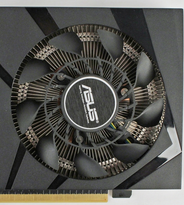 The new CoolTech fan that is part of the cooling system of the card. The card's GPU is in direct contact with the DirectCU Mini cooler, which features a built-in vapor chamber and thus, the cooler doesn't feature heat pipes.