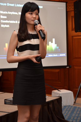 Alina Liu of the Marketing Department, Graphics Card Sales and Marketing Division, Gigabyte, explaining more about the Gigabyte FLY headset