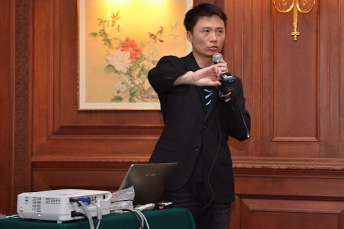 Ben Lai, Manager, Marketing Department, Graphics Card Sales And Marketing Division, Gigabyte, holding up the receiver for the Aivia Uranium