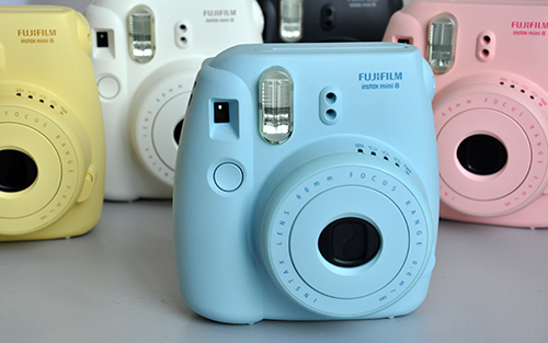 Simplicity is a flavor that was maintained by the Instax Mini series. Here we see the shutter button which is one of the two buttons seen in the entire camera.