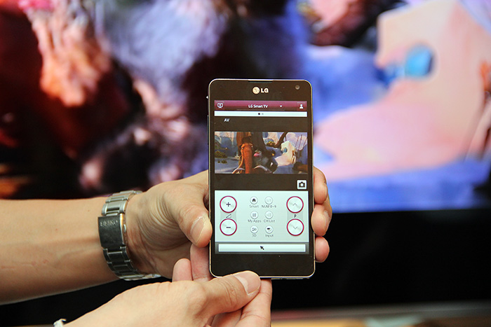 Don't like both the standard remote control and the Magic Remote? You can use your smart device as a Wi-Fi-based remote too by using the LG TV Remote app. Need to go to the washroom for a while? Just bring along the smart device and use the 2nd Display function.