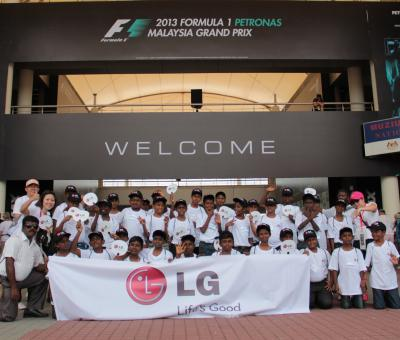 Group photo of the children with LG executives at the F1 PETRONAS Sepang International Circuit Welcome Center