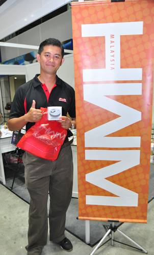 A satisfied HWM subscriber with his new JBL Micro II pocket speaker.