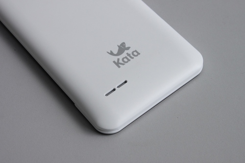 Two slits at the bottom reveals the phone's rear speakers.