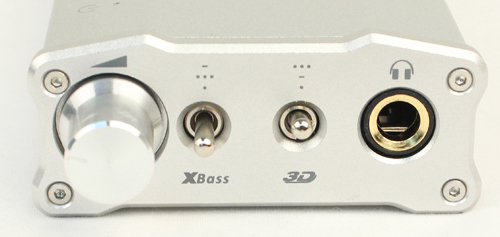 The front face of the iFi Micro iCan has a volume knob, two flick switches and a 1/4-inch headphone output. Also note, that the setting configuration for XBass and 3D Holographic Sound are not mirrored which can be a bit confusing to use if the user is not paying attention to the markings on the device.