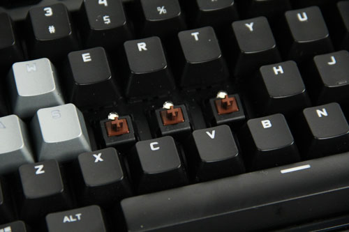The G710+ applies the Cherry MX Brown key switch that strikes a good balance between daily typing and gaming.