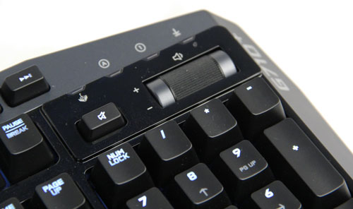 A volume scrollwheel and mute button positioned above the numberpad lets you quickly adjust the volume without taking your eyes off the action.