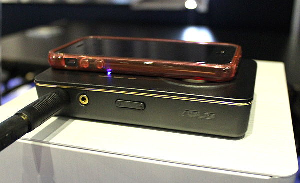 Juxtaposed with an iPhone 5, the Xonar U7 portable USB DAC and headphone amplifier is clearly not pocket size, but it will fit into bags easily. Furthermore, it packs lots of feature and even has an S/PDIF out.
