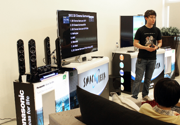Following that, it was Panasonic's turn to showcase their home audio systems. Our attendees had the pleasure to experience the surround sound of the Panasonic SC-BTT430, which is seen on the left side of this photo. On the screen, you can glimpse some of the demos that John Tan from Panasonic Singapore had lined up to showcase the audio system's capabilities.