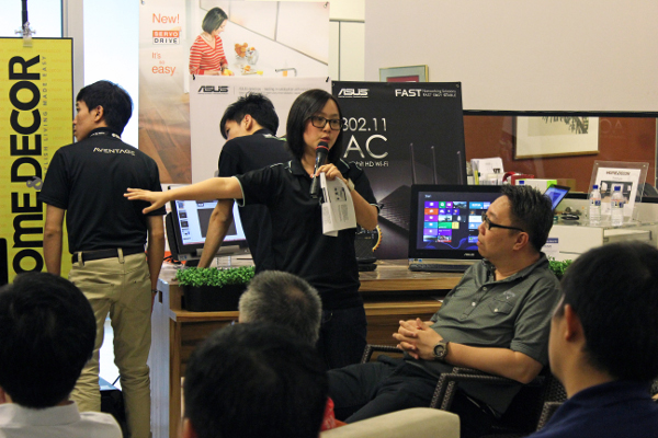 Michelle from ASUS gave a demonstration of the capabilities of their various personal entertainment and networking products and how they converge to offer a connected AV set-up.