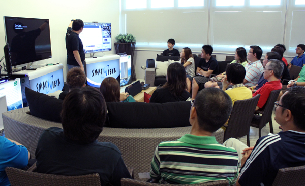 After our session on trends and buying tips of the latest HD TV sets, the attendees were ushered to Panasonic's demonstration area, where they were treated to a sample of Panasonic's home AV line-up for 2013 and their smart interaction features.