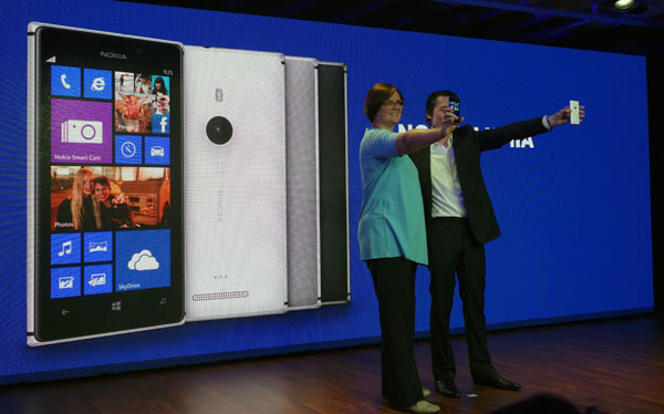 Ladies and gentlemen, presenting the Lumia 925.