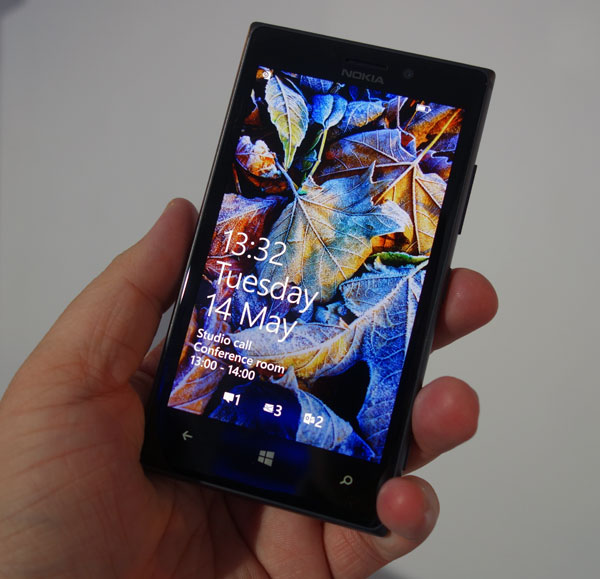 The Lumia 925 feels very comfortable in the hand.