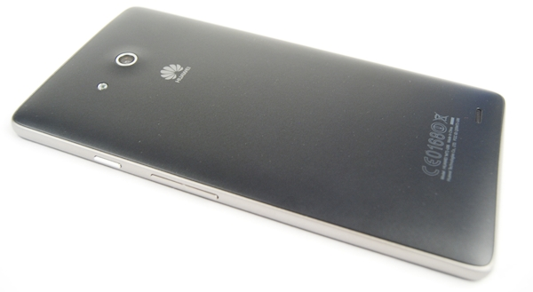 The matte back helps to have a better grip of the massive Huawei Ascend Mate.