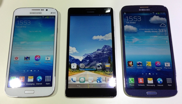 From left to right: Samsung Galaxy Mega 5.8, Huawei Ascend Mate, Samsung Galaxy Mega 6.3.