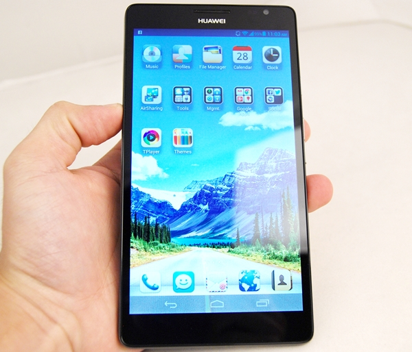 You need two hands to use the Huawei Ascend Mate properly.