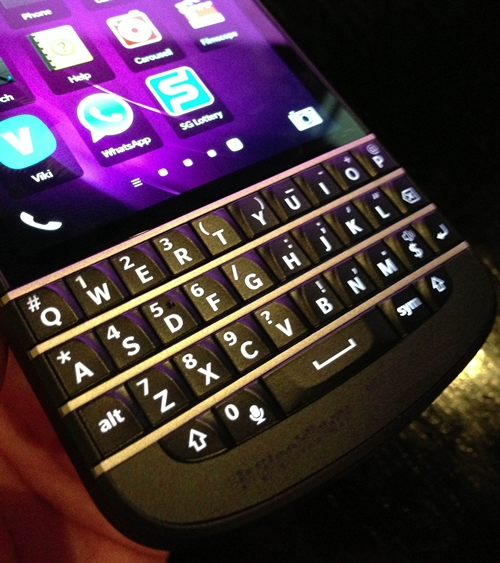 Although it feels different from the keyboards on the Bold series, the keyboard of the BlackBerry Q10 still delivers a fantastic typing experience.
