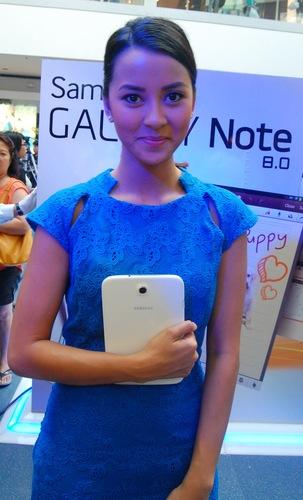 Samsung Brand Ambassador Bianca Gonzalez showed the crowd how her Note 8 has helped her de-clutter her life.