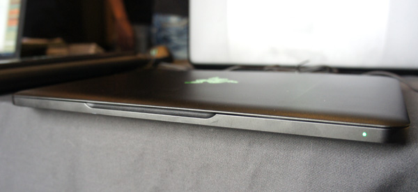 In terms of thickness, the new Blade is about 16mm thick, the same as the thickest point of a MacBook Air.