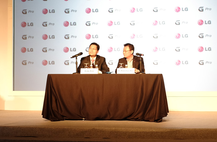 Andy Kim, LG's Senior Vice President of Global Marketing and Communications, with Dr. Ramchan Woo, head of LG's smartphone division, answered questions about the Optimus G Pro.