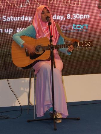 Followed by the Ainan Tasneem, a very talented local artist with a heavenly voice...
