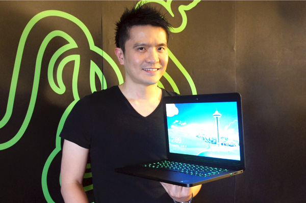 Razer CEO Min-Liang Tan posing with the new 14-inch Razer Blade gaming notebook.