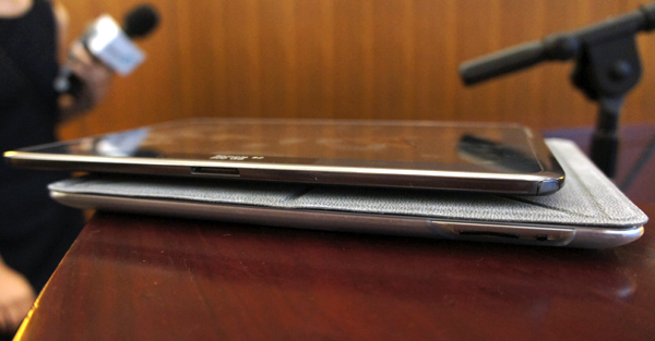 Seagate's working prototype is above and below it is an iPad. Notice there's not much difference in thickness.