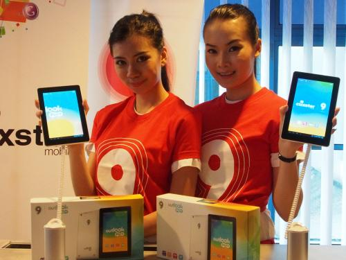 Some of the models posing with Ninetology's new Outlook Pure Tablet