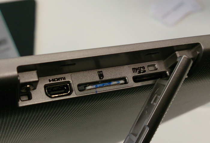 The Excite Write has quite a number of connectivity options like a micro HDMI port, a SIM slot and a micro SD slot hidden under a flap on the right side of the device.