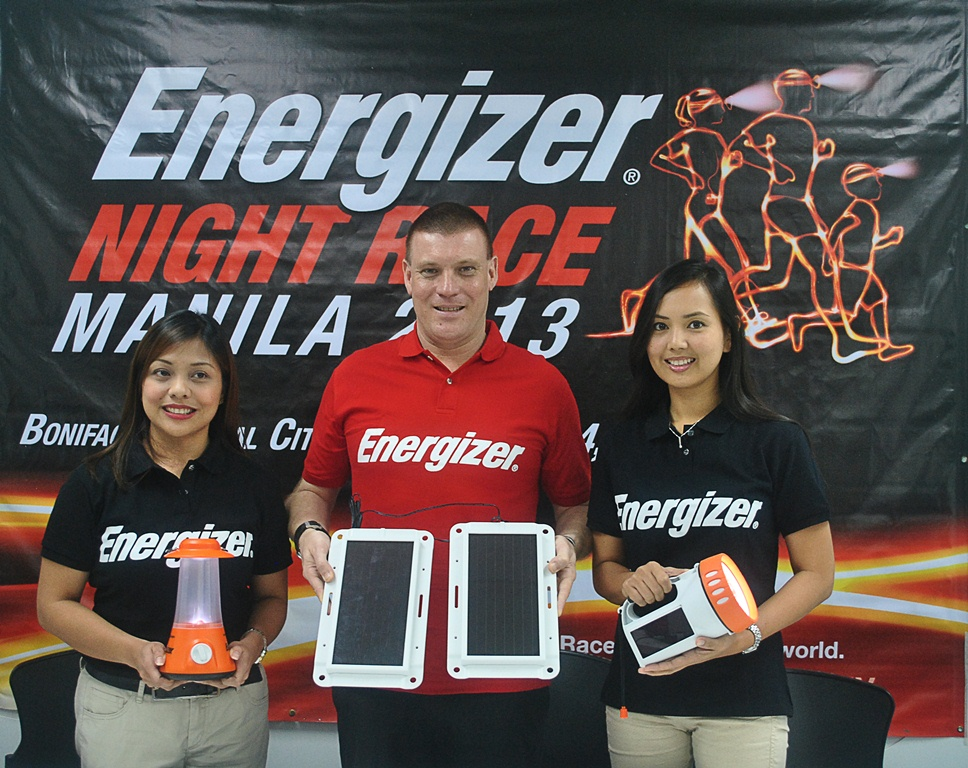 Running for Positivenergy! Energizer representatives display the solar-powered lights distributed to Filipinos without access to clean and safe light. In Photo (L-R): Cara Ramirez-Tecson, Marketing Manager of Energizer; Todd Montgomerie, Managing Director of Energizer; and Joan Mendoza, Brand Manager of Energizer.