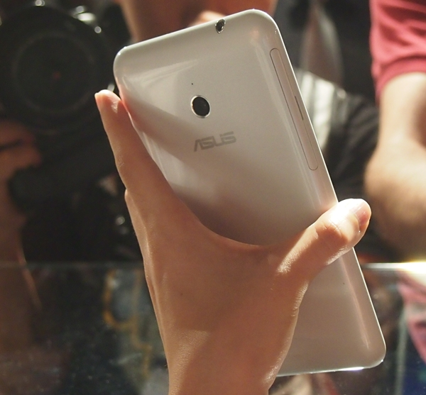 The ASUS Fonepad Note FHD 6 is made up of plastic to keep the form factor as light as possible.