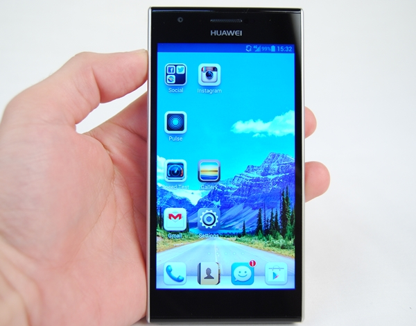 Aside from the larger display, the Huawei Ascend P2 follows a similar design language as its predecessor, the Ascend P1.