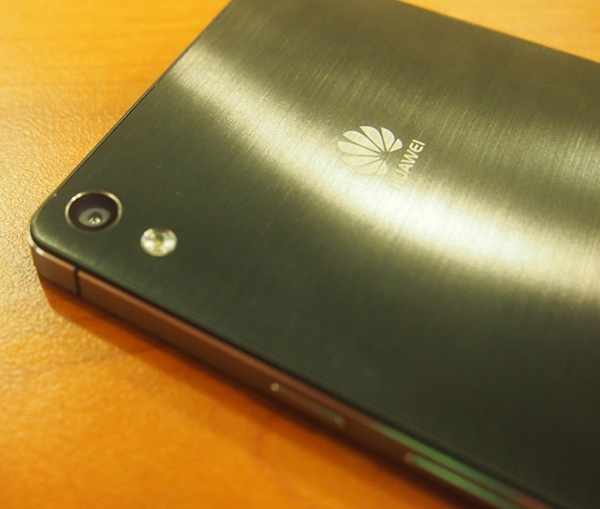The brushed metallic back of the Huawei Ascend P6 is really gorgeous.