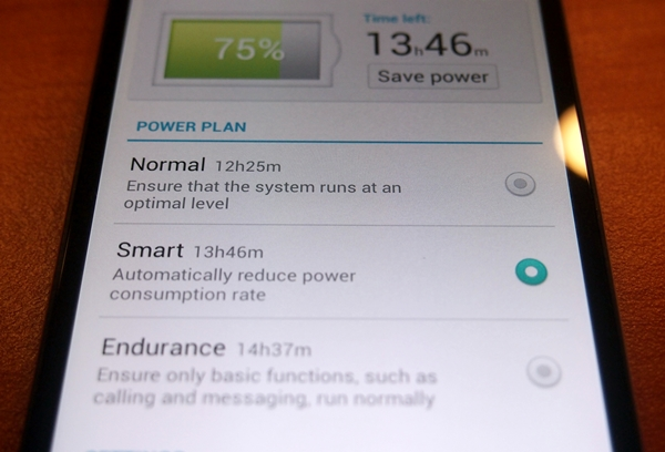 The power management feature on the Huawei Ascend P6 is given an overhaul to be more informative to the user.