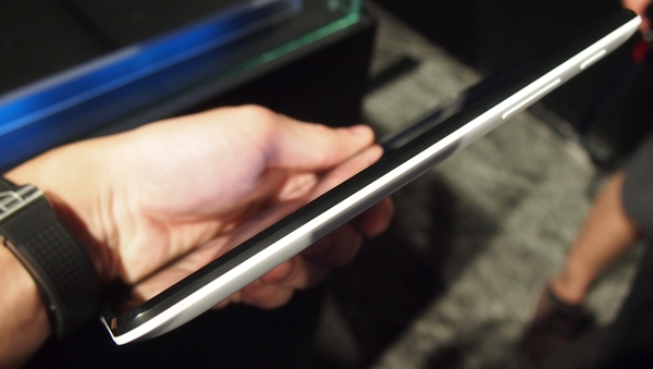 We find the ASUS MeMO Pad HD 7 to be quite portable despite its 10.8mm thick chassis.