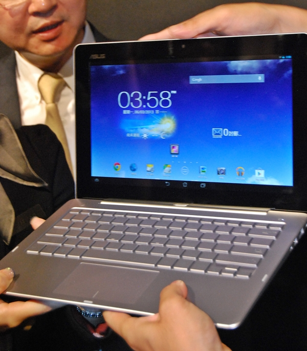 This was the ASUS Transformer Trio that was running on Android Jelly Bean after the operating system toggle button was pushed.