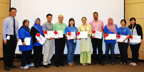 2012 IIMGP top 10 volunteers were all presented with an Ultrabook each in recognition for their contributions by Lee Heng Gee, Penang Assembly and Test Factory Manager (left).