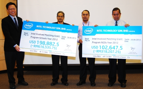 Lee Heng Gee, Penang Assembly and Test Factory Manager (1st from left) presenting mock cheques to representatives from the Penang State Education Department, Penang State Welfare Department and Kulim-Bandar Baharu District Education Office.