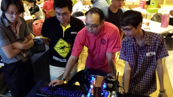 Andy from Corbell (in red shirt) was happy demonstrating the gaming prowess of the latest MSI and Roccat hardware.
