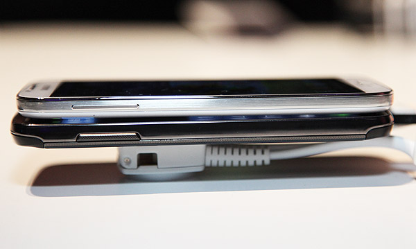 In this angle, you can tell that the S4 Active is slightly longer than the S4. The volume button for both devices remain in the same location although the buttons on the S4 Active are slightly thicker.