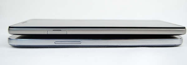The Samsung Galaxy Mega with LTE (bottom) is 1.9mm thinner than the Huawei Ascend Mate (top).