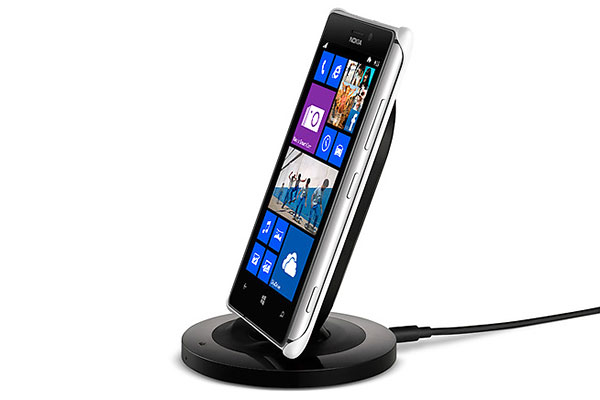 Wireless charging is possible with the help of a snap-on cover and a wireless charging stand (or Nokia's wireless charging pillow).