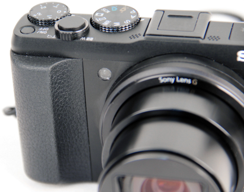 The generous hand grip and its rubberized texture helped with the handling of the camera.